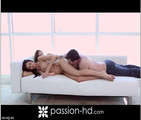 Lucky-fucker-got-pleased-with-hot-threesome-fuck-by-two-lesbian-babes在线观看