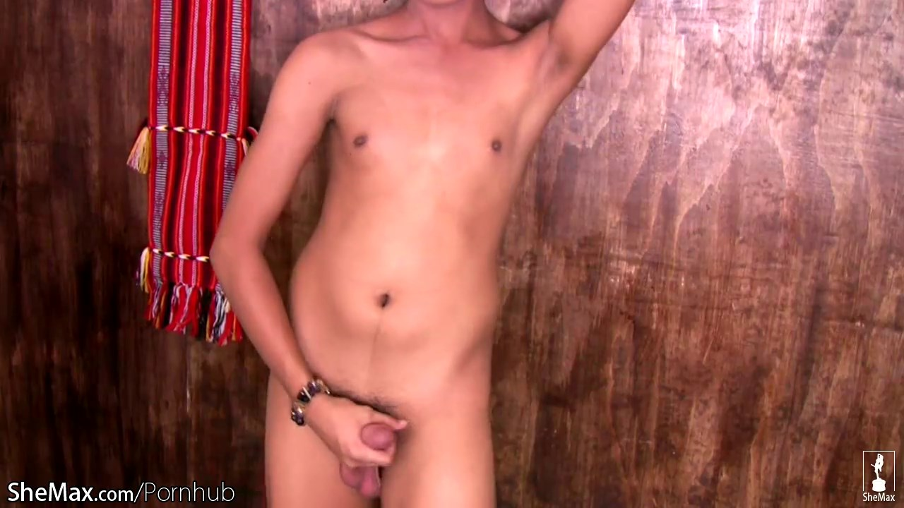Thai tranny slips out of jean shor and jerks her shecock