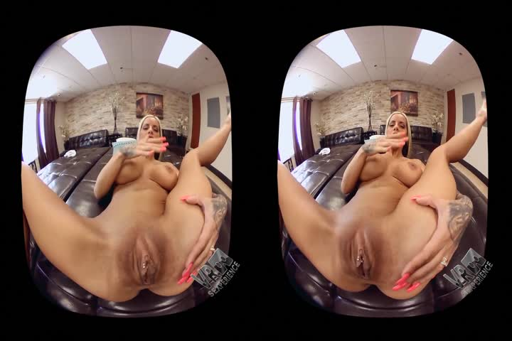 18VR Morgan Rodriguez And Gina Gerson Share Cock VR Porn44
