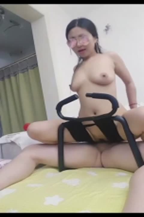 Internet celebrity popular anchor iron hammer sister and wife sex show sex chair female host fuck and chat about herself and celebrities