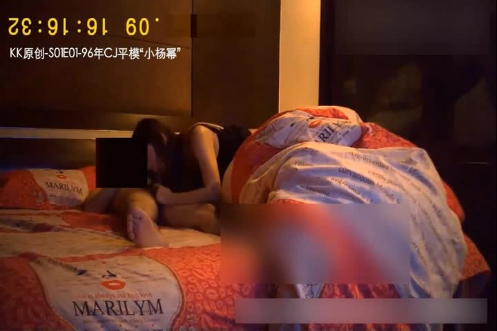 The hotel fiercely fucked 96 years of high-value CJ model Xiao Yang Mi likes to be inserted from the back so that he can fuck the G-spot and smile so that it is really a bit of Yang Mi's feeling