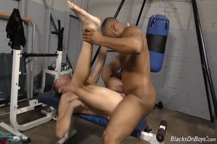 1 twink is fucked bareback by 9 older guys3