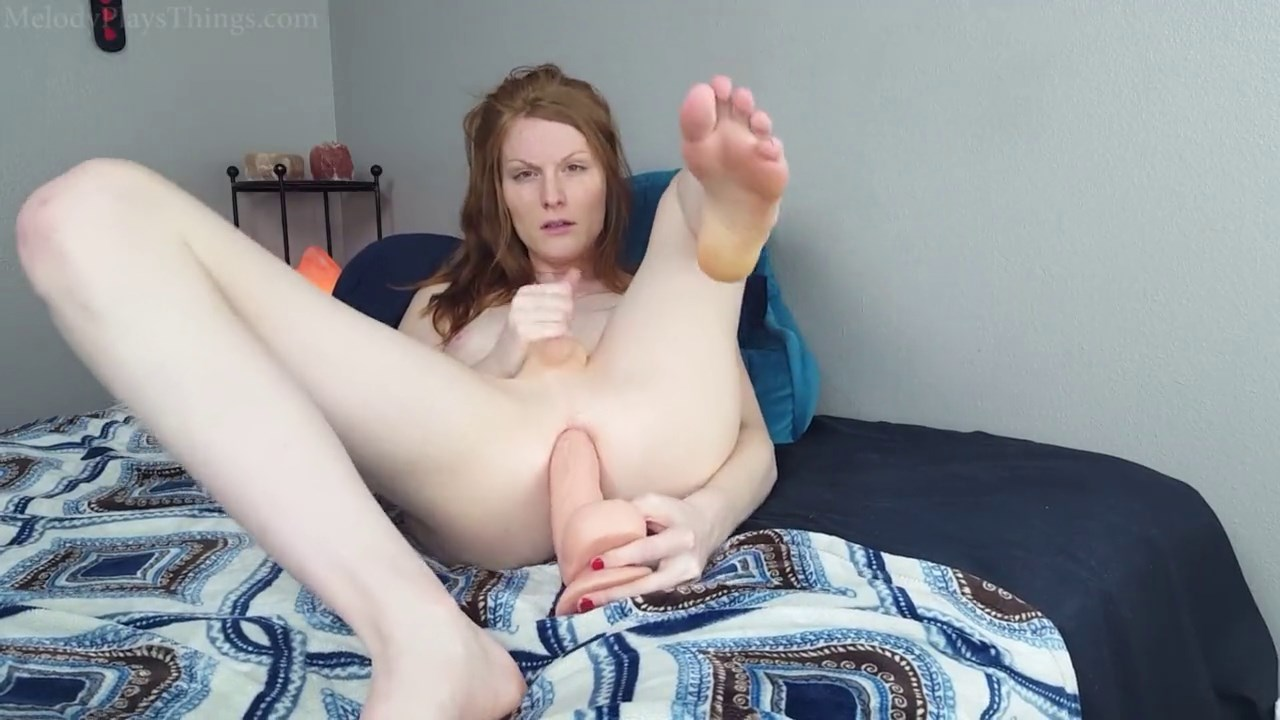 Russian trans babe sucking on dildo