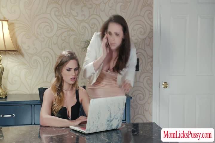 Abigail Mac and Daisy Summers pussy tasting in living rom41