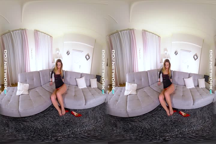 18VR Morgan Rodriguez And Gina Gerson Share Cock VR Porn90